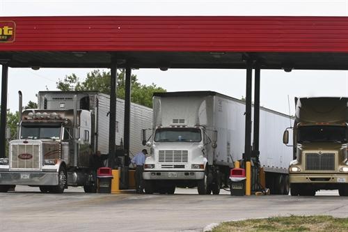 Goldman Sachs asegura que el petróleo puede alcanzar los 30 dólares el barril